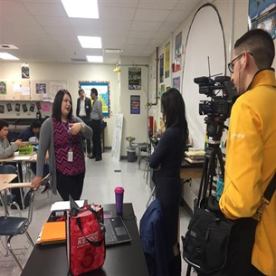 Zamora MS Teacher Awarded KENS 5 Credit Human Excel Award