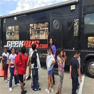 Carrillo ES students get a glimpse into science world with Geekbus