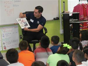 Jairo Lozano reading to students